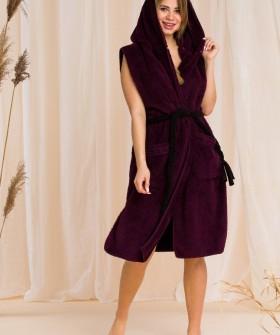 Плюшевый женский жилет с капюшоном и накладными карманами