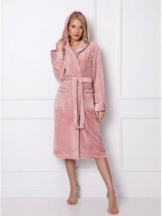 Махровый длинный женскй халат с капюшоном розового цвета