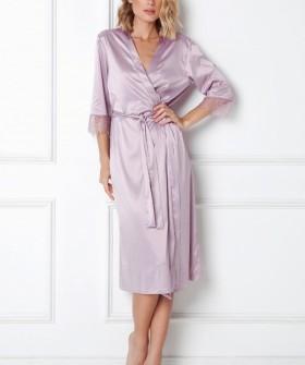 Удлиненный атласный женский халат сиреневого цвета с кружевными рукавами