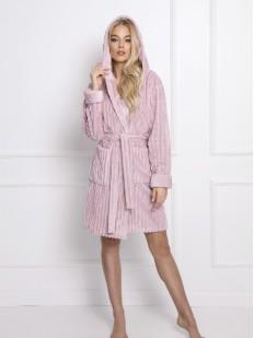Мягкий женский халат розового цвета с капюшоном