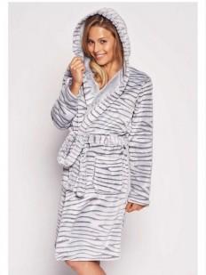 Женский махровый халат с капюшоном и тигровым окрасом