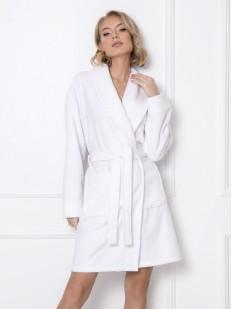 Короткий женский халат белого цвета с карманами
