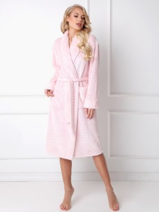 Розовый удлиненный женский халат из рельефного материала с карманами