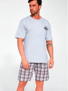 Летняя мужская пижама с серой футболкой и клетчатыми шортами