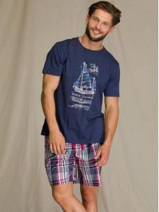 Мужская летняя пижама с клетчатыми шортами и принтом парусника на футболке