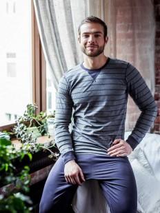 Мужская пижама из мягкого хлопка: брюки и кофта в полоску