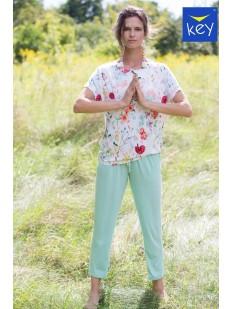 Женская пижама со штанами мятного цвета и цветочной футболкой