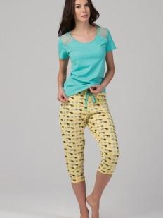 Яркая женская хлопковая пижама с бриджами и принтом