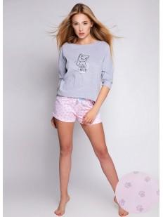 Женская пижама с розовыми принтованными шортами и серой кофтой