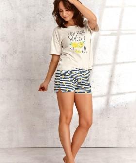 Яркая женская пижама с шортами и футболкой на лето