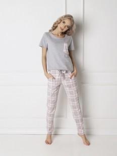 Женская хлопковая пижама со штанами в клетку и серой футболкой