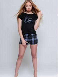 Хлопковая женская пижама с клетчаыми шортами и черной футболкой