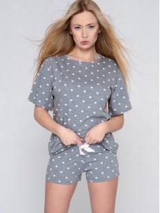 Женская пижама с шортами в сердечко и футболкой с удлиненными рукавами