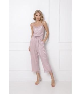 Атласная розовая пижама с укороченными брюками и топом
