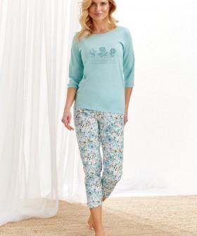 Женская пижама с укороченными штанами и цветочным рисунком