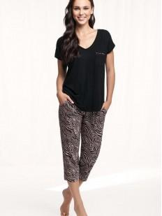 Женский пижамный комплект со штанами капри из хлопка и футболкой