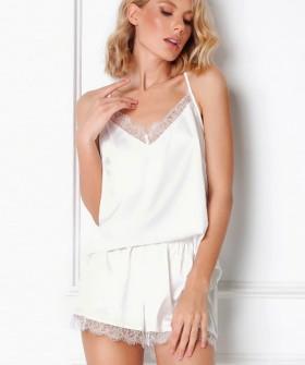 Белая атласная женская пижама с шортами и топом