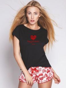 Летняя женская пижама с цветными шортами и принтом в сердечко