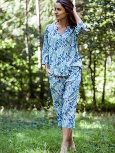 Женская трикотажная пижама из вискозы с бриджами и растительным принтом