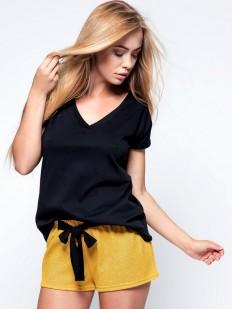 Летняя женская пижама с желтыми шортами и черной футболкой