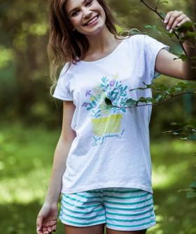 Хлопковая женская пижама в полосочку с футболкой и шортами
