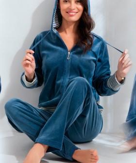 Велюровый домашний женский комплект с капюшоном