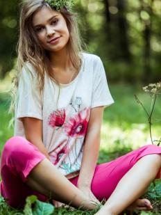 Летняя женская пижама из трикотажа с бриджами и маками на футболке
