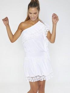 Пляжное платье на одно плечо с эффектной кружевной отделкой