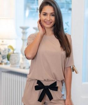 Женский домашний комплект: футболка и шорты с бантом