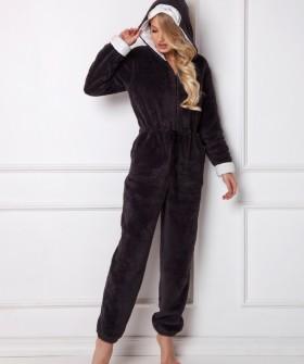 Черный уютный женский комбинезон для дома с капюшоном и помпоном