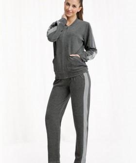 Велюровый женский костюм для дома: брюки и кофта на молнии