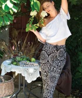 Летний женский комплект с брюками и укороченным топом
