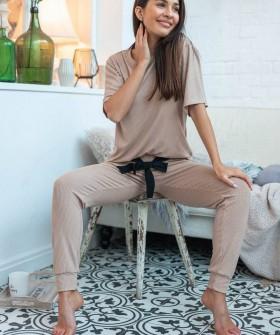 Женский домашний комплект: футболка и приталенные брюки