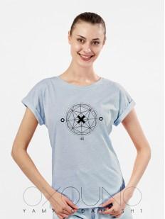 Голубая женская футболка из хлопка с геометрическим принтом