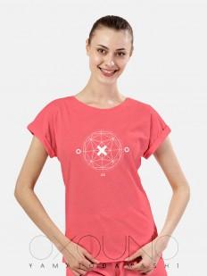 Розовая женская футболка из хлопка с геометрическим принтом