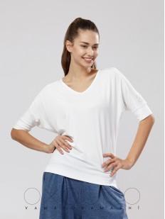 Женская белая футболка из вискозы полуприлегающего кроя