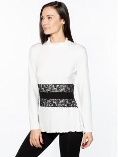 Блузка молочного цвета с кружевным поясом и длинными рукавами