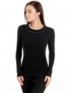 Приталенная черная блузка с металлическими заклепками