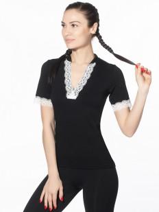 Черная блузка с коротким рукавом и белой кружевной отделкой