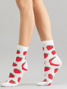 Высокие женские цветные носки с клубничками