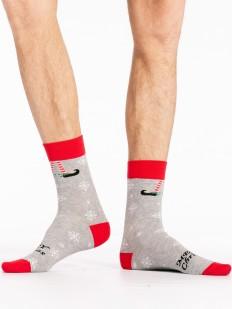 Серые новогодние мужские носки со снежинками и надписью Merry Christmas