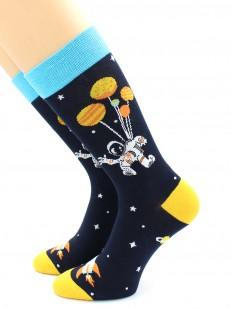 Цветные носки с астронавтом в открытом космосе