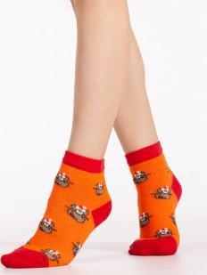 Оранжевые новогодние детские носки с ярким рисунком в виде оленей
