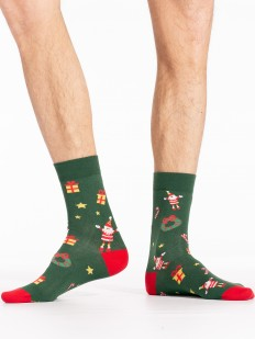 Зеленые новогодние мужские носки с подарками и гномиками