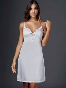 Свадебная атласная полупрозрачная сорочка на тонких бретелях с цветочным кружевом