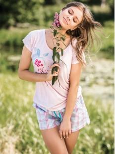 Женская летняя пижама из вискозы с шортами в клетку