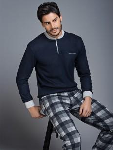 Трикотажная мужская пижама с кофтой и брюками в клетку