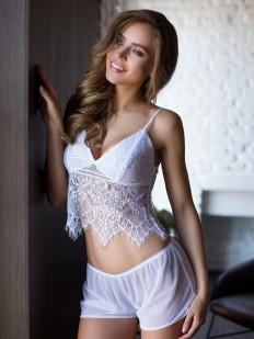 Женская кружевная летняя пижама с шортами белая