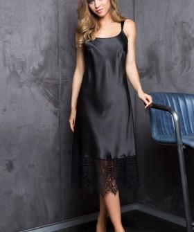 Длинная черная атласная сорочка под платье с кружевом
